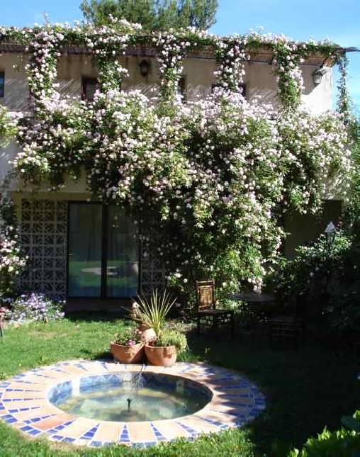 Chambres d'hotes Vaucluse, à partir de 25 €/Nuit. Maison de caractère, Apt (84400 Vaucluse), Table d`hôtes, Piscine, Jardin, Parc, WiFi, Climatisation, 5 chambre(s) double(s), 1 chambre(s) enfants, 16 personnes maximum, Sa...