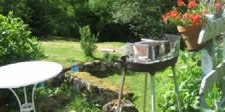 Le Moulin de la Louve The garden with easy chairs