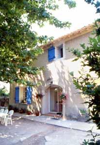 Chambres d'hotes Vaucluse, Le Thor (84250 Vaucluse). A proximité : Avignon 14 km, Isle Sur  La Sorgue 7 km, Grottes De Thouzon 1km km, Chateau De Thouzon 2 km, Brocantes/antiquités 7 km, Chorégies D`orange 28 km, Festival D`avi...