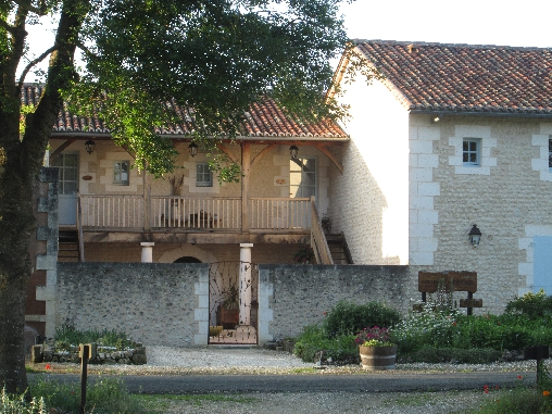 Bed & breakfasts Dordogne, from 61 €/Nuit. House of character, Auriac de Bourzac (24320 Dordogne), Charm, Guest Table, Garden, Park, Disabled access, Net, WiFi, Baby Kits, Air-Conditioning, 1 Single Bed(s), 1 Double Bedroo...