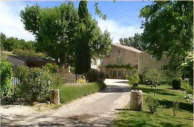 Chambres d'hotes Drôme, Grignan (26230 Drôme). A proximité : Grignan 8 km, Nyons 31 km, Garde Adhemar 8 km, Ardeche 40 km, Drome Provençale, Vallon Pont D Arc (gorges Ardeche Rafting) 50 km, Coteaux Du Tricastin, Die ( Clair...