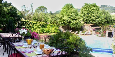 Le Moulinage Breakfasts on terrace