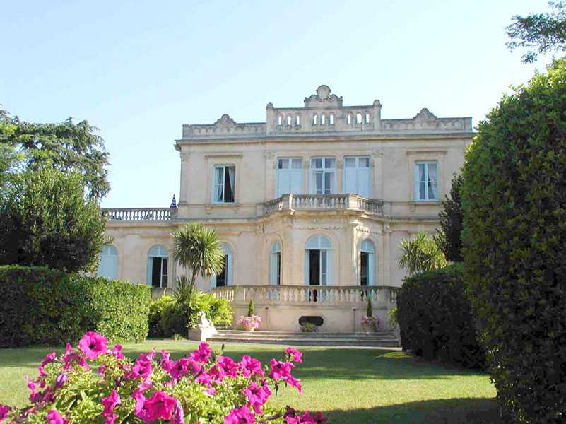 Bed & breakfasts Hérault, from 58 €/Nuit. Castle, Saint Thibery (34630 Hérault), Swimming Pool, Net, WiFi, Parking, Air-Conditioning, Lounge, Library, Chimeney, Cycle. A proximité : Pézenas 7 km, Beach, Night Club, Golf, ...