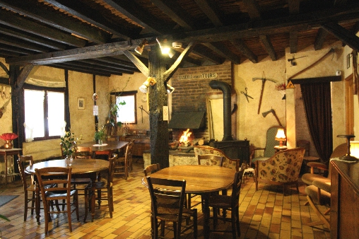 bed & breakfast Indre-et-Loire - The living / dining room with the old forge