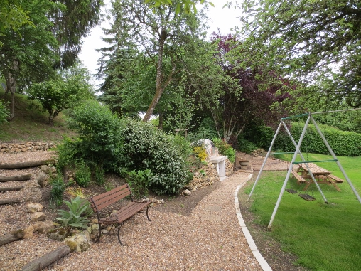 bed & breakfast Indre-et-Loire - The bread oven and the garden in summer