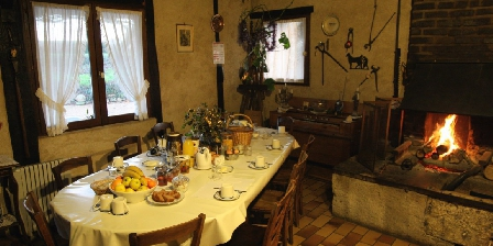 La Maréchalerie Le séjour / salle à manger avec l' ancienne forge