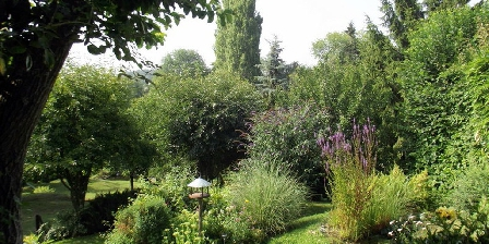 La Maréchalerie Le jardin en été