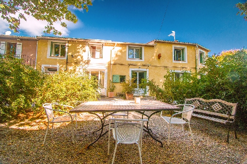 Bed & breakfasts Aude, from 60 €/Nuit. House/Villa, Montsèret (11200 Aude), Charm, Garden, Baby Kits, 1 Single Bed(s), 2 Double Bedroom(s), 7 Maximum People, Lounge, Library, Kids Games, 3 Epis, Travel Cheques, Bowls, ...