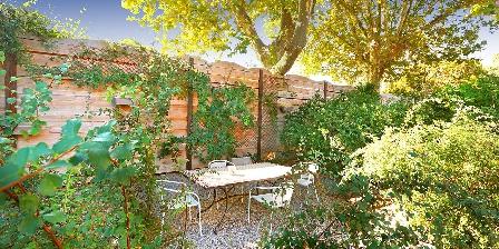 Sainte Marie des Ollieux Petit jardin extérieur chambres d'hôtes