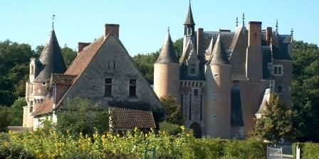 Chateau du MOULIN et Conservatoire de la Fraise