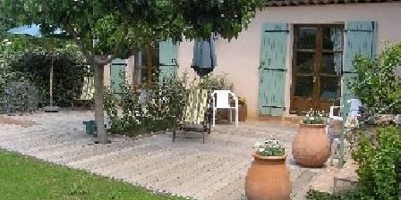L'Oustaou de Besse Terrasse bois chambre lavande et citron