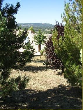 Chambres d'hotes Alpes de Haute Provence, à partir de 50 €/Nuit. Saint Michel l`Observatoire (04870 Alpes de Haute Provence). A proximité : Forcalquier 17 km, Avignon 85 km, Aix En Provence 80 km, Vaucluse 40 km, Var 40 km, Parc Luberon,...