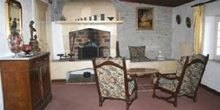 Bed and breakfast Pierre et Claudine > Le salon et la cheminée de la chambre Louis XV