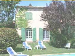 Chambres d'hotes Bouches du Rhône, à partir de 65 €/Nuit. Aubagne (13400 Bouches du Rhône), Charme, Piscine, Parc, Téléviseur, 3 chambre(s) double(s), Salon, Bibliothèque, Boules, Vue campagne, Orientation sud, Non Fumeurs. A prox...