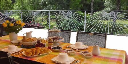 Relais de L'Eau Vive Petit déjeuner en terrasse