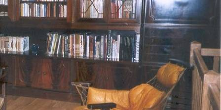 Le Relais de Saint Jean La bibliothèque avec livres et jeux