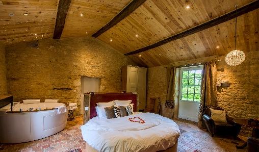 Ch teau de l 39 abbaye chambres d 39 h tes vend e chambre d 39 hote for Chambre d hote chateau de la loire