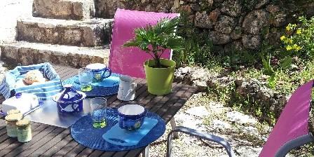 Lou Rigaou La terrasse à l'heure du petit déjeuner