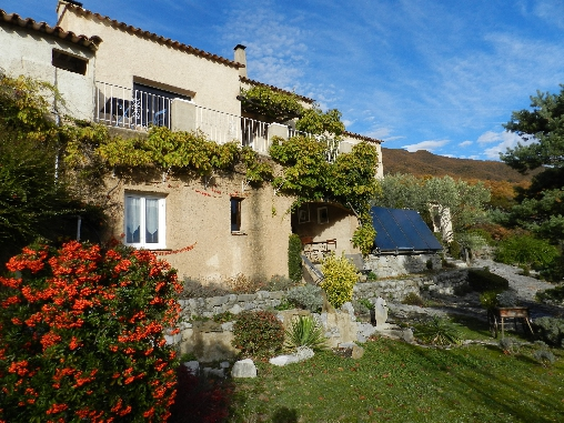 Bed & breakfasts Alpes de Haute Provence, from 62 €/Nuit. House of character, La Robine sur Galabre (04000 Alpes de Haute Provence), Charm, Guest Table, Garden, Disabled access, WiFi, Baby Kits, 4 Single Bed(s), 2 Double Bedroom(s), 2 Su...