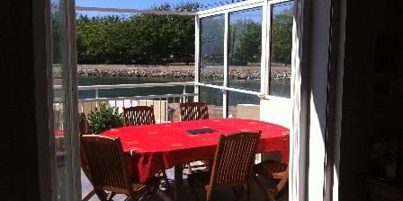 Le jardin des yuccas Terrase petit déjeuner face au port et le canal