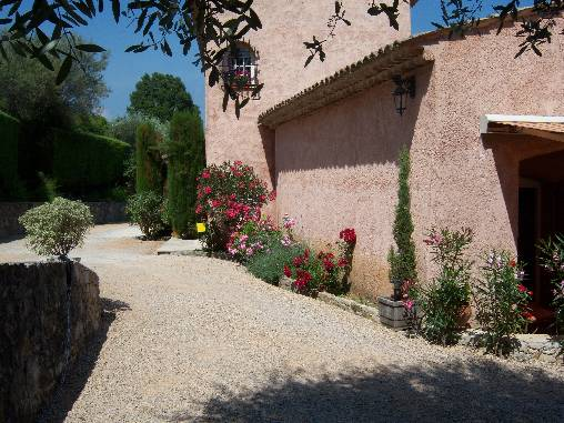 Bed & breakfasts Alpes Maritimes, from 75 €/Nuit. House/Villa, Le Rouret (06650 Alpes Maritimes), Charm, Garden, Net, T.V., Baby Kits, Parking, 3 Double Bedroom(s), 6 Maximum People, Lounge, Library, Kids Games, 3 épis Gîtes De F...