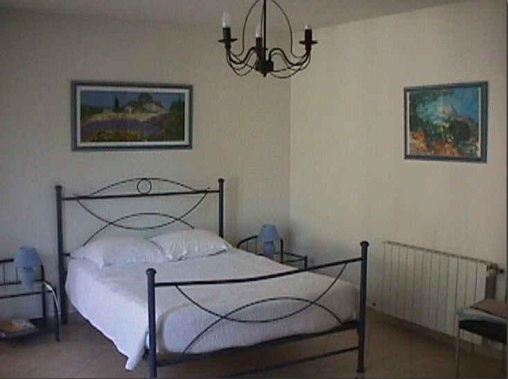 Chambre d 39 hote clos saint pierre de fraisse chambre d for Chambre hote vaucluse
