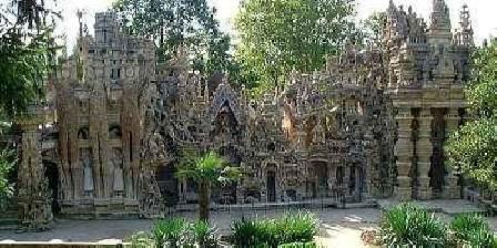 Les Sept Semaines Aux environs : le palais du facteur Cheval