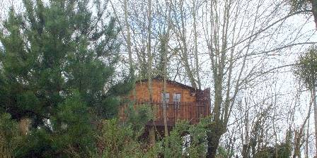 Bed and breakfast Sojapi > 2 cabanes pour dormir dans les arbres > Click here to enlarge photo