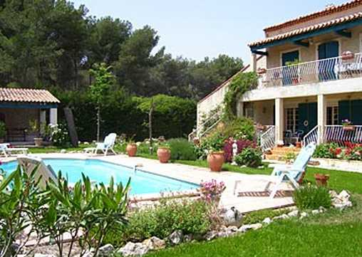 Bed & breakfasts Bouches du Rhône, from 65 €/Nuit. House/Villa, Châteauneuf-les Martigues (13220 Bouches du Rhône), Charm, Swimming Pool, Garden, Park, Net, WiFi, T.V., Baby Kits, Parking, 2 Single Bed(s), 3 Double Bedroom(s), 2 S...