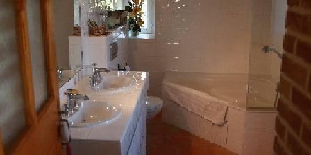 Mas des Tronquisses Salle de bain de la chambre Grand Pailler