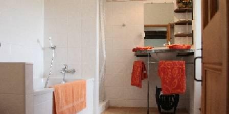 Mas des Tronquisses Salle de bain de la chambre le Pigeonnier
