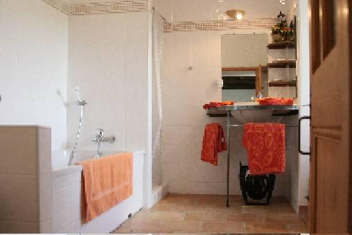 Chambre d'hote Gard - Salle de bain de la chambre le Pigeonnier
