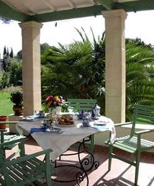 Bed & breakfasts Hérault, Montpellier (34000 Hérault). A proximité : Les Arceaux 2 km, Chateau D`o, Musée Favre 4 km, Centre Ville 4 km....