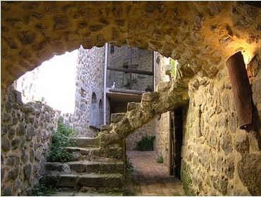 Chambres d'hotes Ardèche, Chassiers (07110 Ardèche). A proximité : Largentiere 5 km, Aubenas 18 km, Vallon Pont D`arc 20 km....
