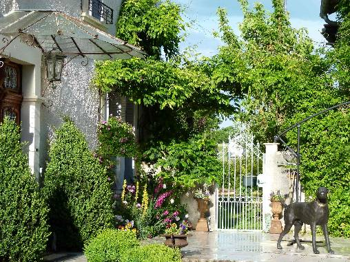 Chambres d'hotes Ariège, à partir de 60 €/Nuit. Maison de caractère, Tourtouse (09230 Ariège), Charme, Piscine, Parc, Accès handicapés, Parking, 3 chambre(s) double(s), 1 suite(s), 11 personnes maximum, Salon, Bibliothèq...