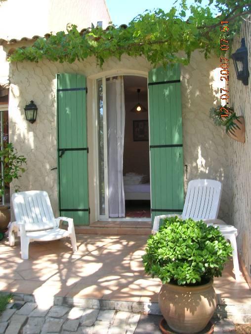 Chambres d 39 hotes bouches du rhone villa du petit port for Chambre agriculture bouche du rhone