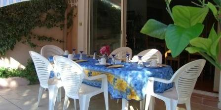 Villa Squadra Le petit déjeuner sur la terrase