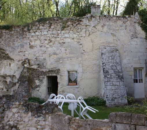 Bed & breakfasts Maine-et-Loire, from 55 €/Nuit. Unusual, Chenehutte Treves Cunault (49350 Maine-et-Loire), Charm, Garden, Net, WiFi, Baby Kits, 3 Double Bedroom(s), 2 Suite(s), 1 Childrens Bedrooms, 10 Maximum People, Kids Game...