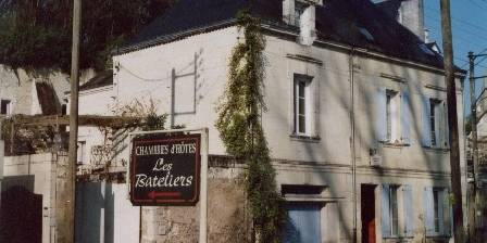 Les Bateliers LES BATELIERS