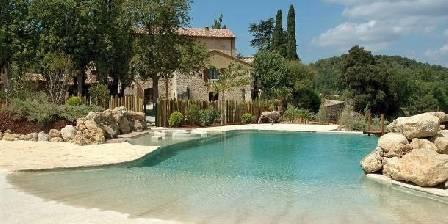 Gite Modèle no 2 > La piscine